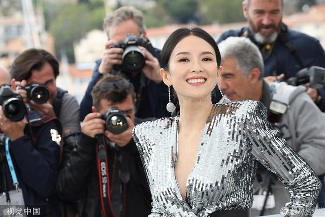 Thần thái đỉnh cao, Chương Tử Di tiếp tục tỏa sáng tại Cannes - 17