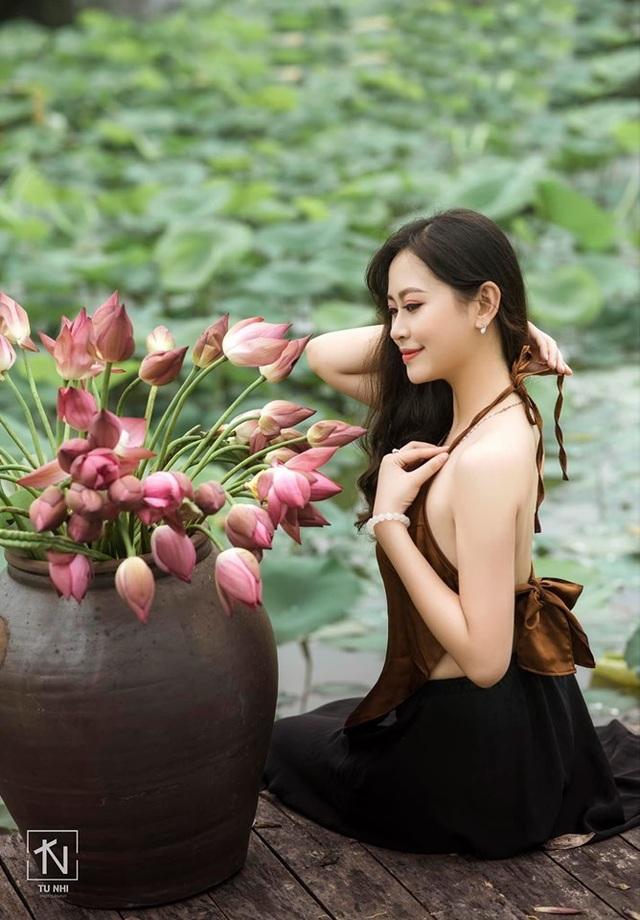 Hoa khôi Imiss Thăng Long đằm thắm giữa hồ sen đầu mùa - 11