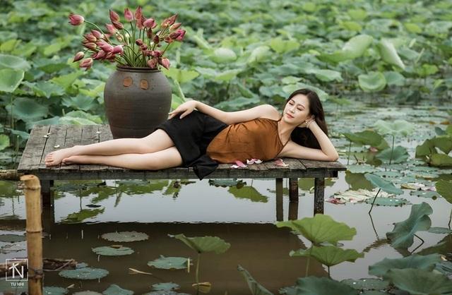 Hoa khôi Imiss Thăng Long đằm thắm giữa hồ sen đầu mùa - 12