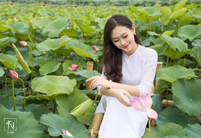 Hoa khôi Imiss Thăng Long đằm thắm giữa hồ sen đầu mùa - 5