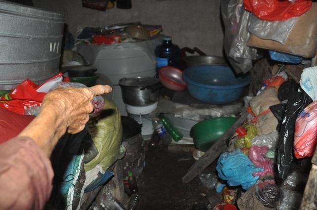 Bạn đọc Dân trí giúp đỡ cụ bà tuổi 80 đi nhặt phế liệu nuôi cả nhà số tiền hơn 77 triệu đồng - 3