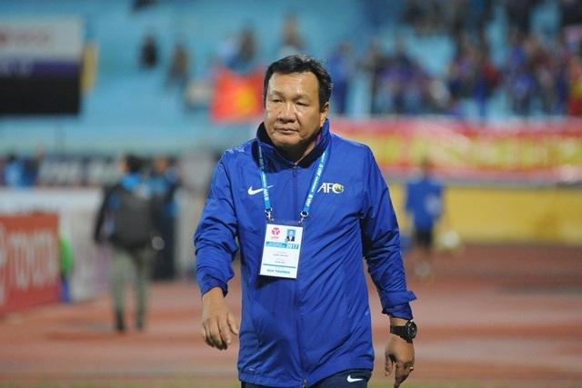 HLV Hoàng Văn Phúc bất ngờ chia tay CLB Quảng Nam