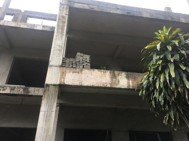 Nhà trường khốn khổ vì công trình xây dựng dở dang suốt nhiều năm - 7