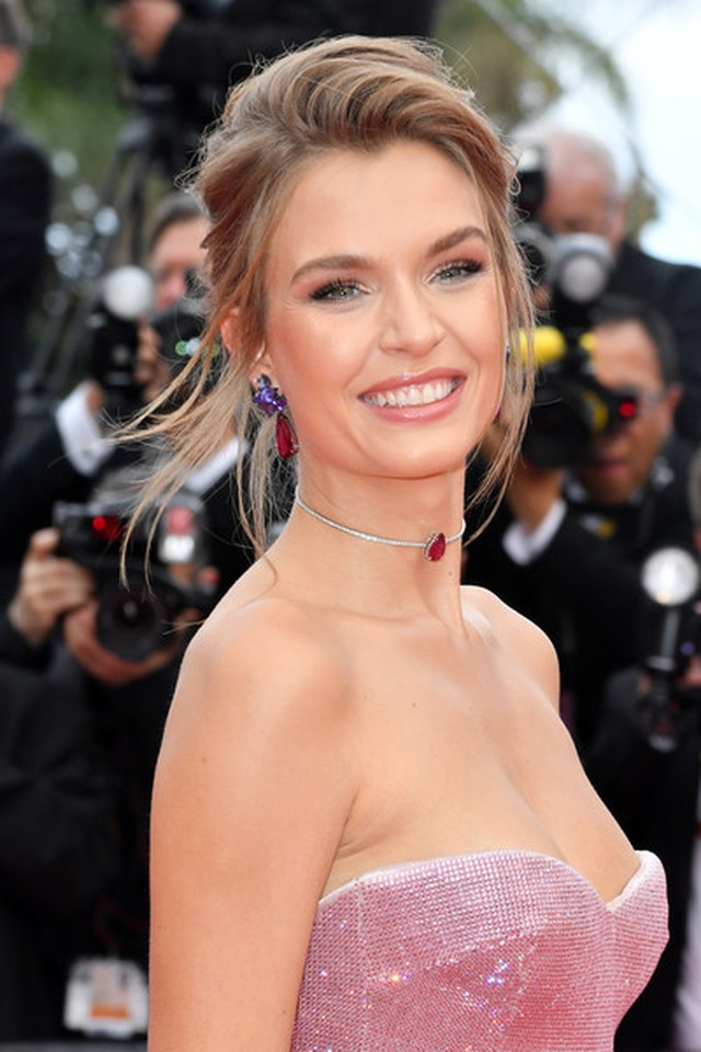 josephine-skriver-once-upon-time-hollywoodn-8-a-6-lm-dor-9-fl-1558489872836.jpg