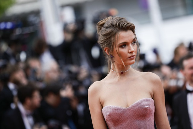 josephine-skriver-once-upon-time-hollywoodvr-5-rd-a-5-e-3-i-tl-1558489872836.jpg