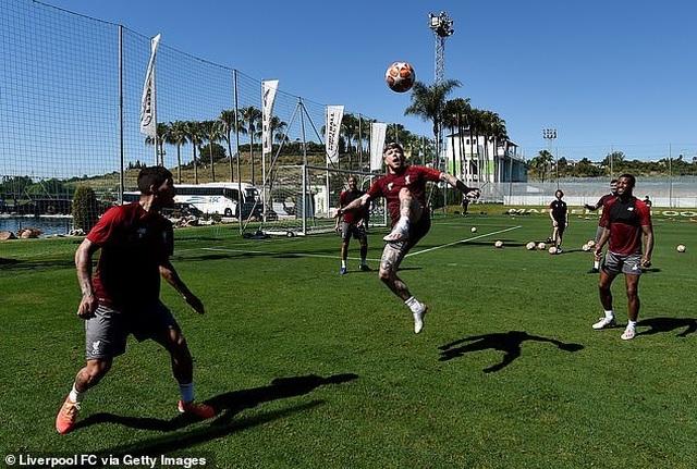 Liverpool nhanh chóng tập luyện sau khi tới Tây Ban Nha - 14