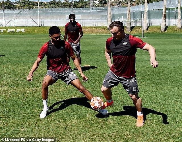 Liverpool nhanh chóng tập luyện sau khi tới Tây Ban Nha - 15