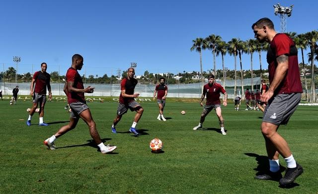 Liverpool nhanh chóng tập luyện sau khi tới Tây Ban Nha - 16