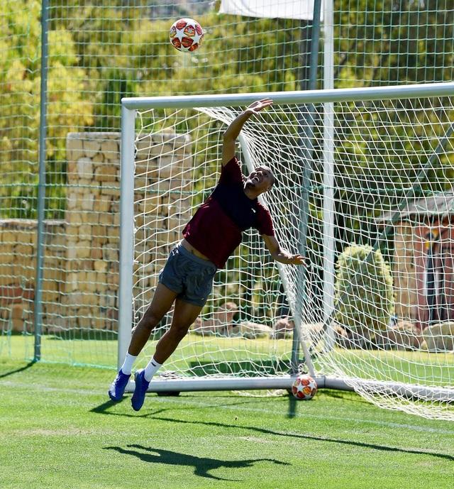 Liverpool nhanh chóng tập luyện sau khi tới Tây Ban Nha - 17