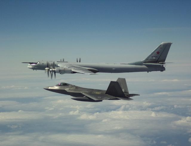 Mỹ chặn máy bay ném bom Nga áp sát không phận hai ngày liên tiếp - 1