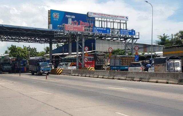 Tài xế phản đối trạm BOT T2, chặn lối lên cầu Vàm Cống - 1