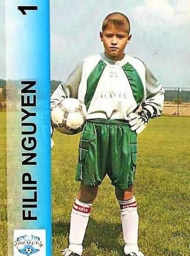 Thủ môn Filip Nguyễn chia sẻ về tuổi thơ khó khăn khi chơi bóng ở CH Séc - 1