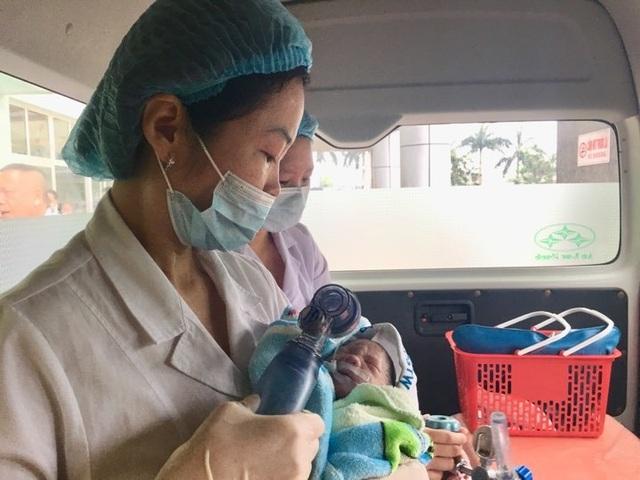 Xúc động giây phút người mẹ ung thư vú giai đoạn cuối sinh con - 1
