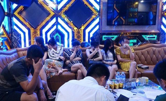 Vụ bay lắc trong quán karaoke Thiên Đường: Khởi tố đối tượng mang ma túy vào quán - 2