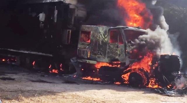 Xe container cháy ngùn ngụt khi đang đậu, người dân hú vía - 2