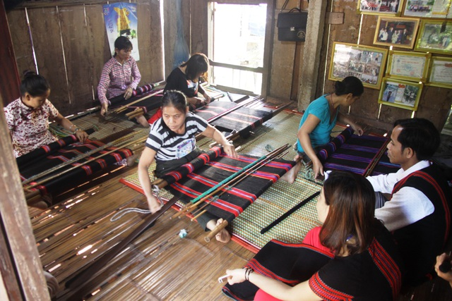 Quảng Trị: Đồng bào Vân Kiều, Pa Kô khôi phục nghề dệt thổ cẩm truyền thống - 2