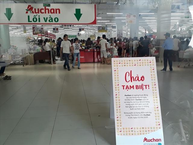 Auchan bị oanh tạc ngày thanh lý: Nhiều khách hàng bị chặn từ cửa - 4