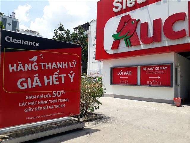Auchan bị oanh tạc ngày thanh lý: Nhiều khách hàng bị chặn từ cửa - 9