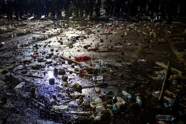 """Thủ đô Jakarta biến thành """"chiến trường"""" vì bạo động sau bầu cử, 6 người chết - 4"""