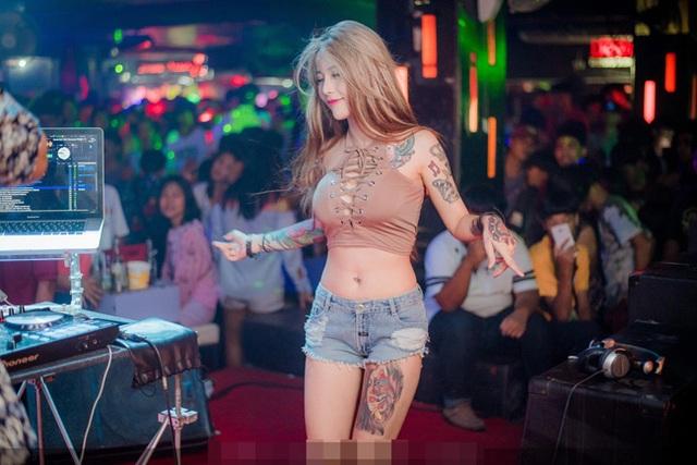 3 kiều nữ xăm Thái Lan: Mặt xinh như búp bê, da dính mực vẫn đẹp nuột nà - 8