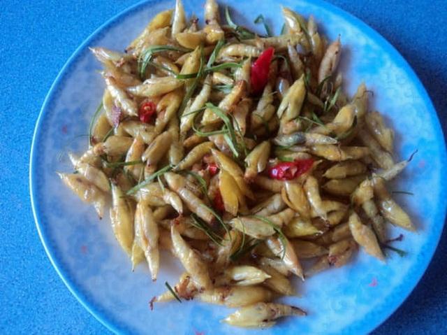 Sởn da gà nếm thử 5 đặc sản từ sâu béo núc ở Việt Nam - 3