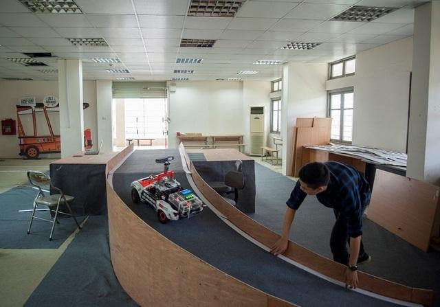 Sinh viên các trường đại học hàng đầu ráo riết chuẩn bị cho cuộc đua khốc liệt trên đường đua số - 1