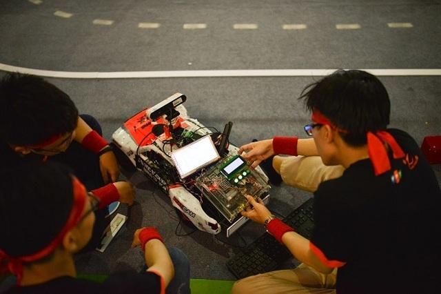 Sinh viên các trường đại học hàng đầu ráo riết chuẩn bị cho cuộc đua khốc liệt trên đường đua số - 2