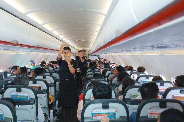 """Hãng hàng không đầu tiên ở Việt Nam nhảy """"trình diễn"""" an toàn bay trên không - 1"""