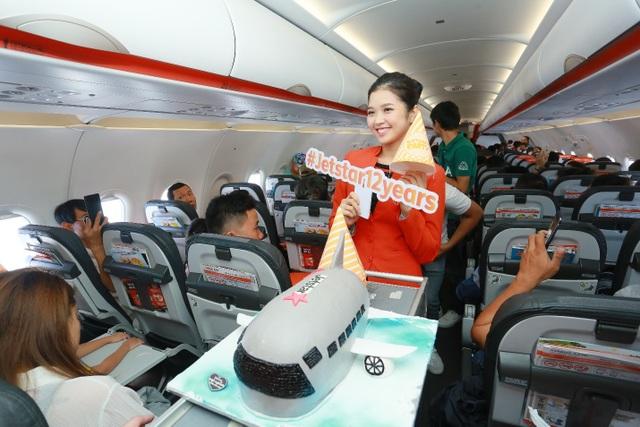 """Hãng hàng không đầu tiên ở Việt Nam nhảy """"trình diễn"""" an toàn bay trên không - 3"""