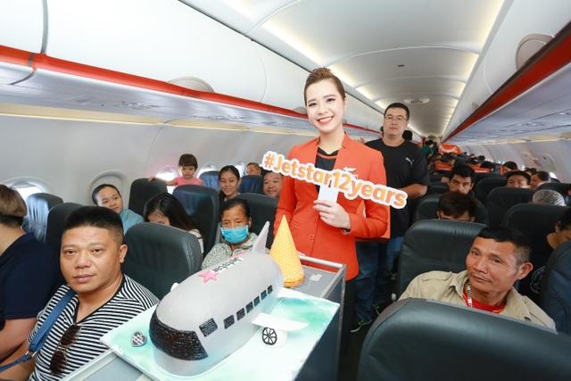 """Hãng hàng không đầu tiên ở Việt Nam nhảy """"trình diễn"""" an toàn bay trên không - 6"""