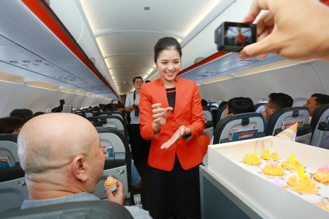 """Hãng hàng không đầu tiên ở Việt Nam nhảy """"trình diễn"""" an toàn bay trên không - 8"""