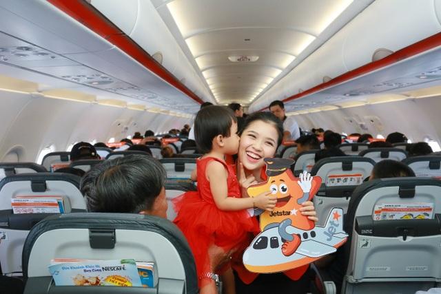 """Hãng hàng không đầu tiên ở Việt Nam nhảy """"trình diễn"""" an toàn bay trên không - 11"""