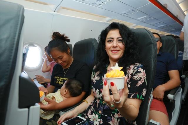 """Hãng hàng không đầu tiên ở Việt Nam nhảy """"trình diễn"""" an toàn bay trên không - 14"""