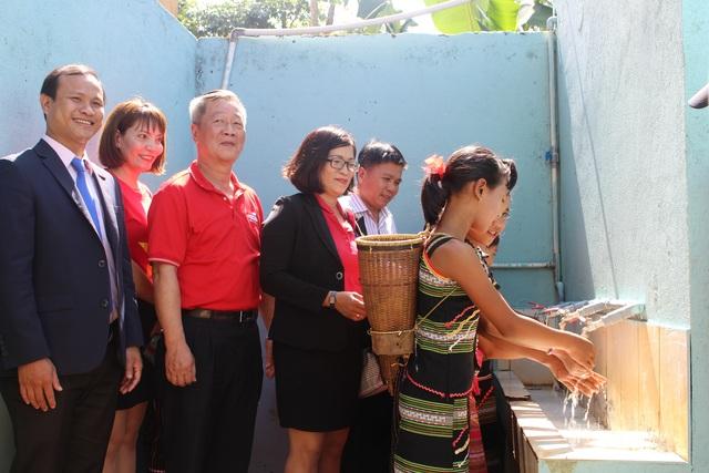 Bàn giao hệ thống nước sạch cho học sinh đồng bào dân tộc thiểu số ở Tây Nguyên - 2