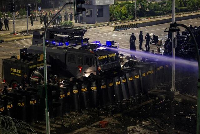 Indonesia triển khai 60.000 nhân viên an ninh đối phó bạo động - 1
