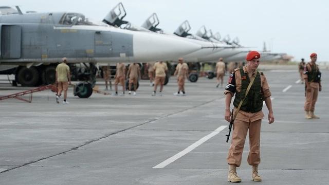 Khủng bố nã 17 tên lửa vào căn cứ không quân Nga tại Syria - 1