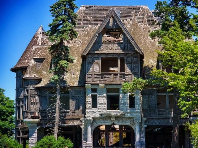 Những căn nhà đổ nát có giá hàng trăm nghìn tỷ - 1