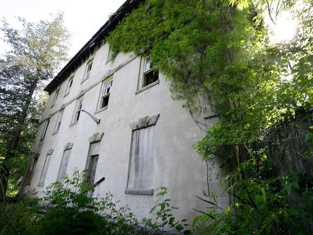 Những căn nhà đổ nát có giá hàng trăm nghìn tỷ - 18