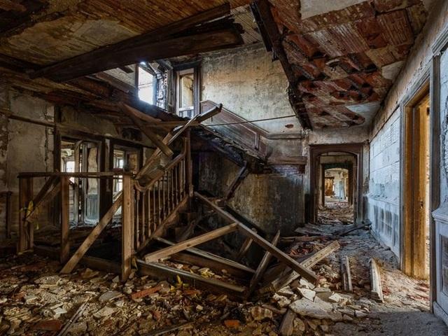Những căn nhà đổ nát có giá hàng trăm nghìn tỷ - 19