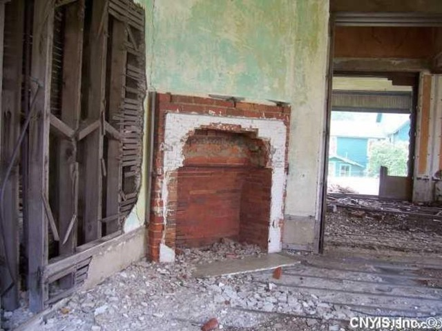 Những căn nhà đổ nát có giá hàng trăm nghìn tỷ - 5
