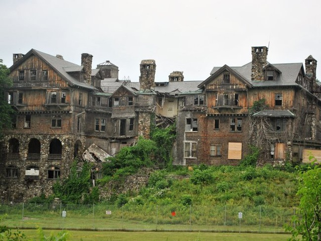 Những căn nhà đổ nát có giá hàng trăm nghìn tỷ - 7