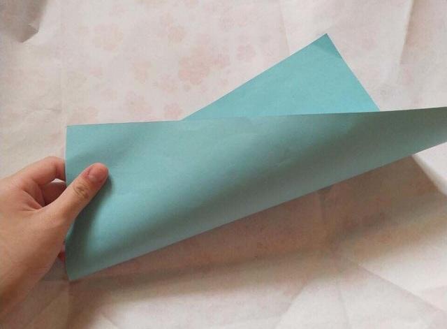 """Hà Nội: Học sinh giỏi """"sốc"""" khi lên nhận phần thưởng là... một tờ giấy! - 2"""