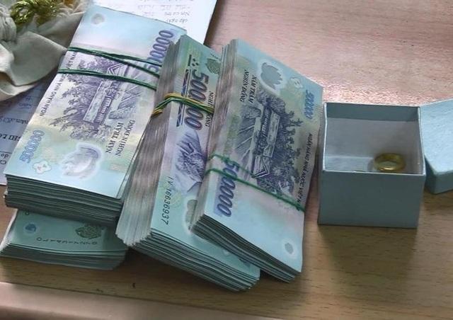 Người giúp việc trộm hơn gần 300 triệu đồng của chủ - 1