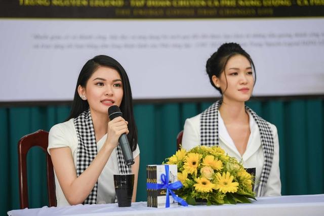 Hoa hậu Thùy Dung đọ dáng cùng Á hậu Thuỳ Dung trên sân trường rợp hoa phượng đỏ - 5