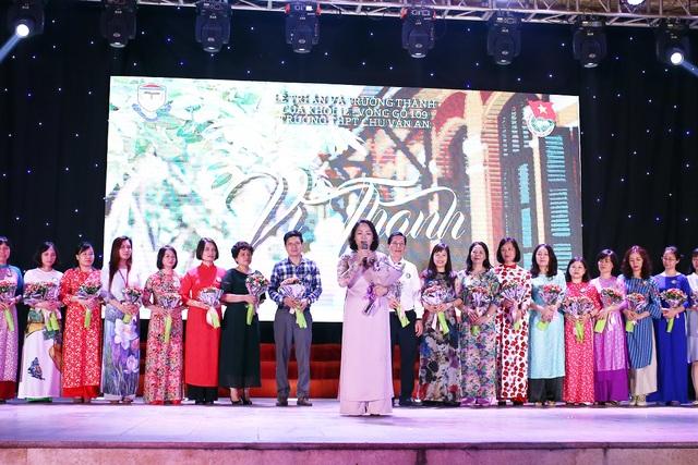 Lễ tri ân xúc động của thầy trò trường Chu Văn An - 5