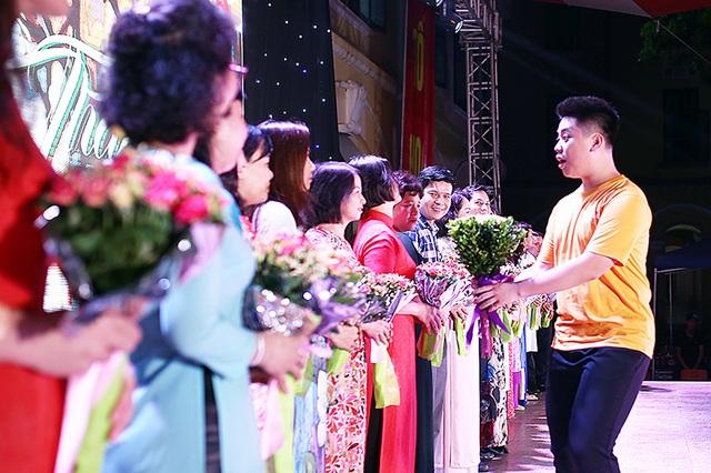 Lễ tri ân xúc động của thầy trò trường Chu Văn An - 6