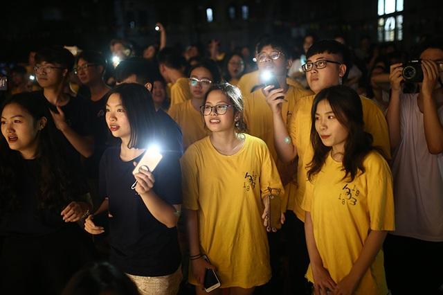 """Thầy cô THPT Việt Đức """"xì tin"""" hòa mình cùng học sinh cuối cấp đêm tri ân - 9"""