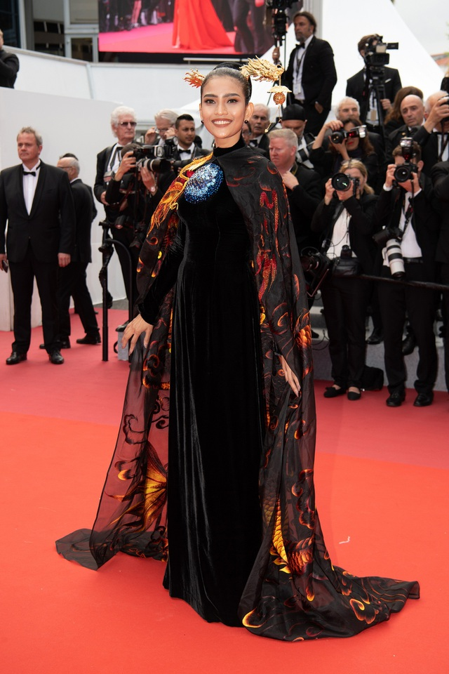 Không nghiện khoe thân, Trương Thị May kín đáo trên thảm đỏ Cannes cùng Leonardo Dicaprio - 1