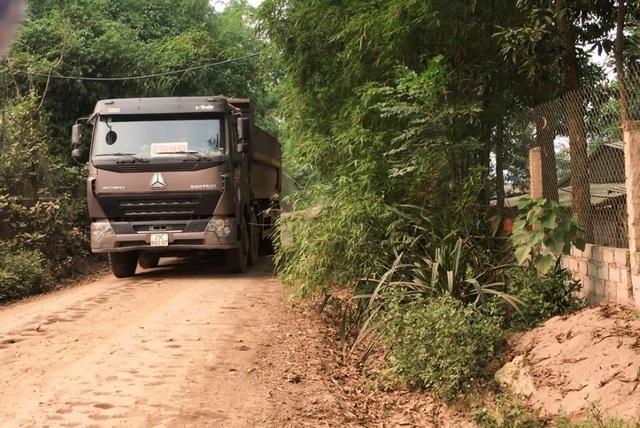 Hà Nội: Nhà dân nứt vỡ, đường xã bụi mù vì xe hổ vồ hoạt động ngày đêm - 2