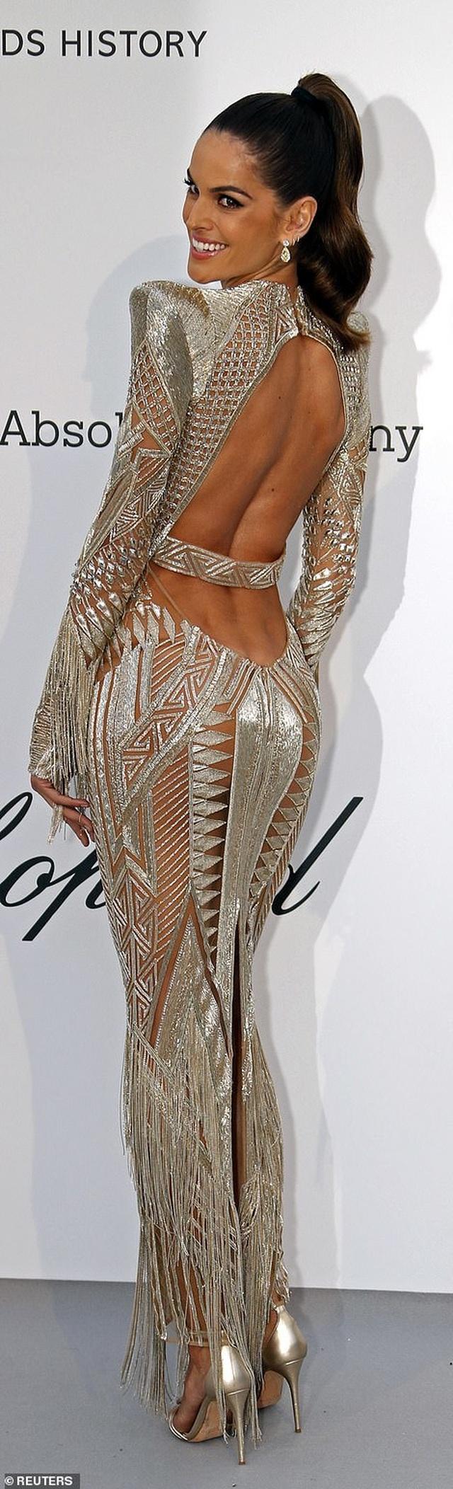Izabel Goulart diện váy xuyên thấu khoe lưng trần - 1